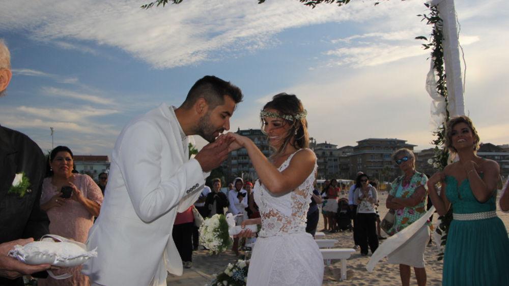 Matrimonio Spiaggia Abruzzo : Pescara celebrato il primo matrimonio in spiaggia d abruzzo