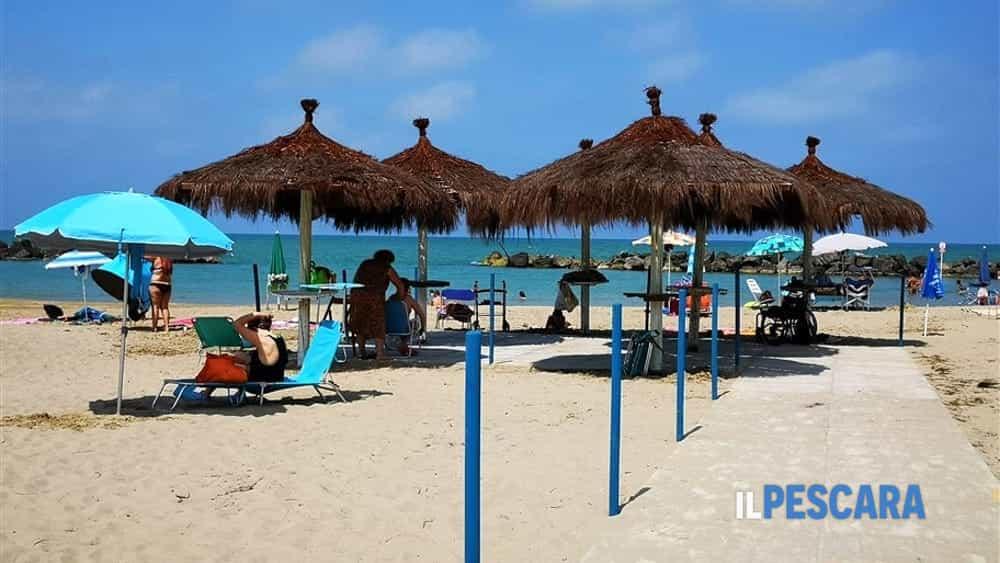 Ultimi lavori per rendere fruibili le spiagge di Montesilvano dedicate ai  disabili